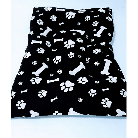 Cama colchoneta (55x80 cms  y  50x70 cms  ) diseño patitas y huesos