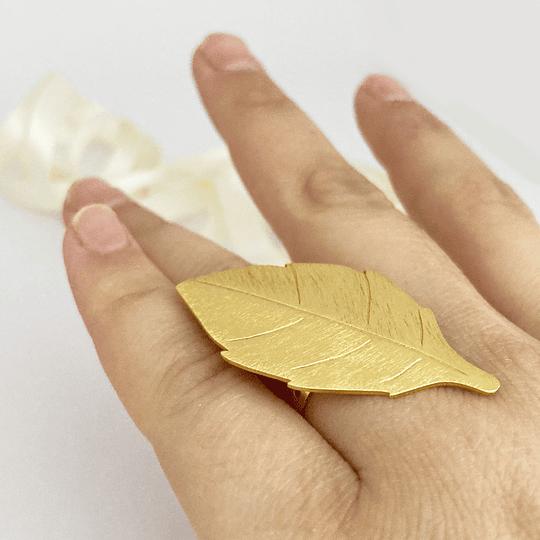 Anillo Hoja satinada bañado en oro
