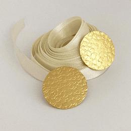 Aros con textura bañados en oro