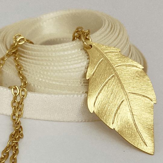 Collar hoja bañado en oro