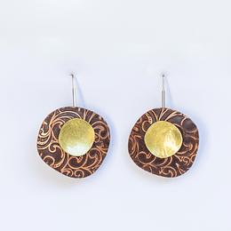Aros pétalos con cobre en relieve
