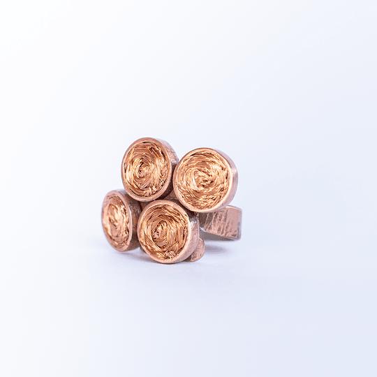 Anillo círculos tejidos cobre