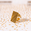 Anillo cuadrado bañado en oro