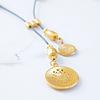 Collar bañado en oro con figuras precolombinas