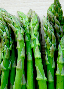 Espargos verdes frescos