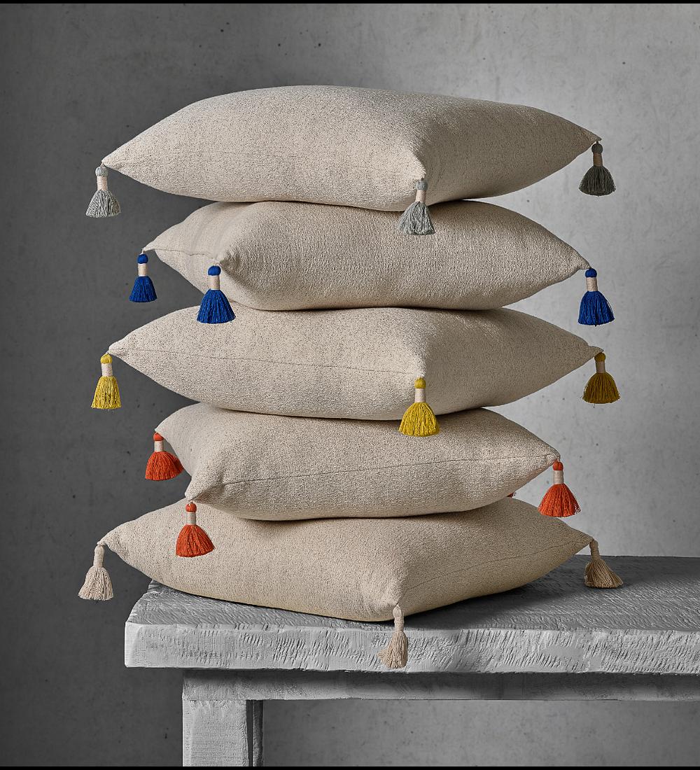 Almofada Decorativa - Pompons