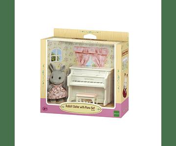 Hermana conejo con piano