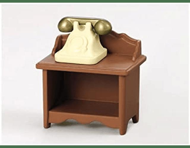 Mesa con teléfono