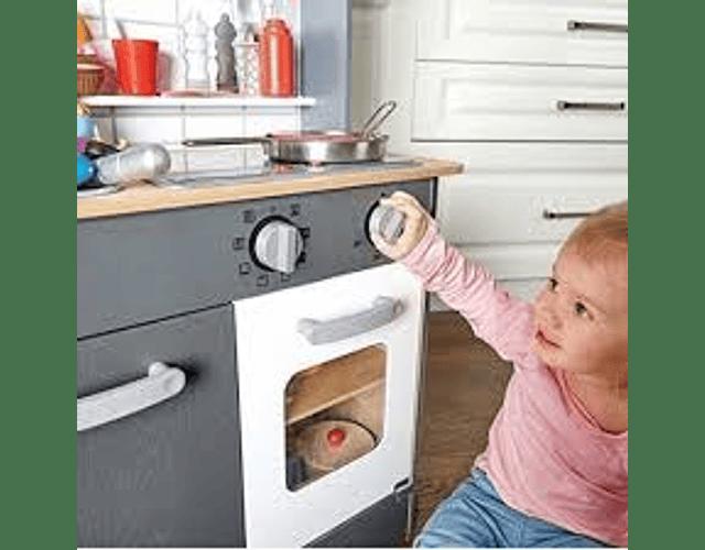 Cocina gris con luz y sonido
