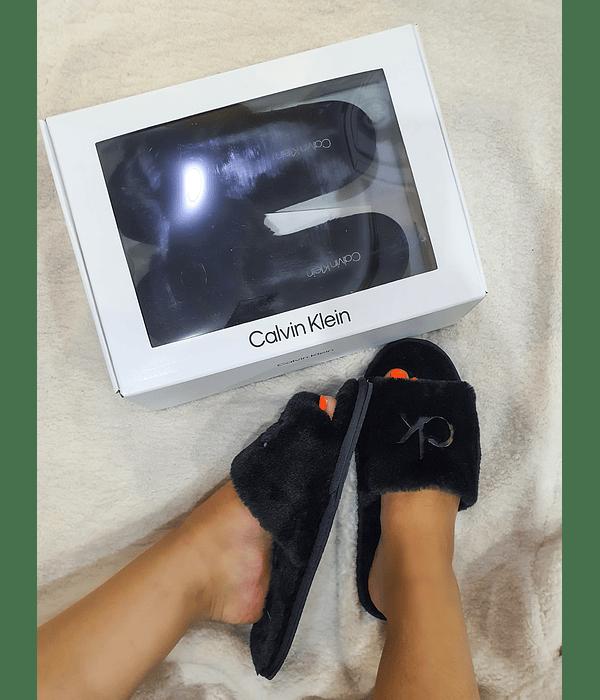 Chinelos em Pelo Fur - Calvin Klein