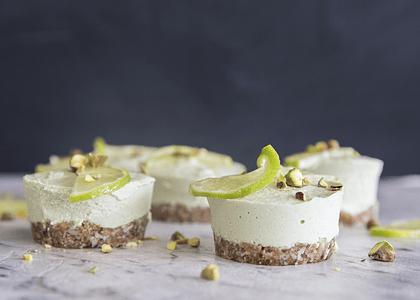Receta: Mini cheesecakes de coco y limón