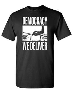 Polera M/C Serigrafía Democracy · We Deliver