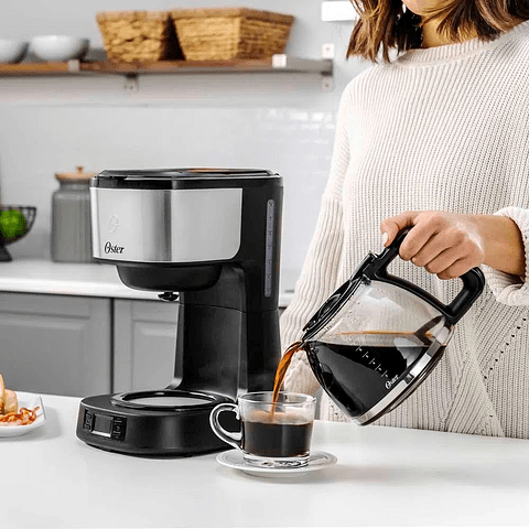 Cafetera programable 8 tazas en acero inoxidable BVSTDC10SS Oster®