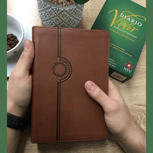 20% Dcto - Biblia de Estudio NTV del diario vivir - Cuero Marrón y Beige