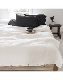 White Linen Quilt with Buttonhole and Twin / Queen / King Button