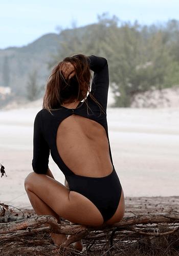 Body Surf Espalda Abierta Negro Cony