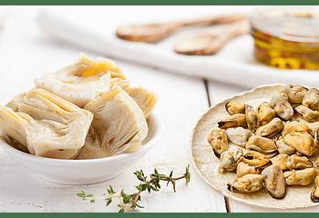 Ensalada de choritos y fondos de alcachofa  con aliño cremoso de leche (4p)