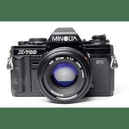 CÁMARA REFLEX ANALÓGICA MINOLTA X-700  + LENTE MINOLTA  50mm f1.7