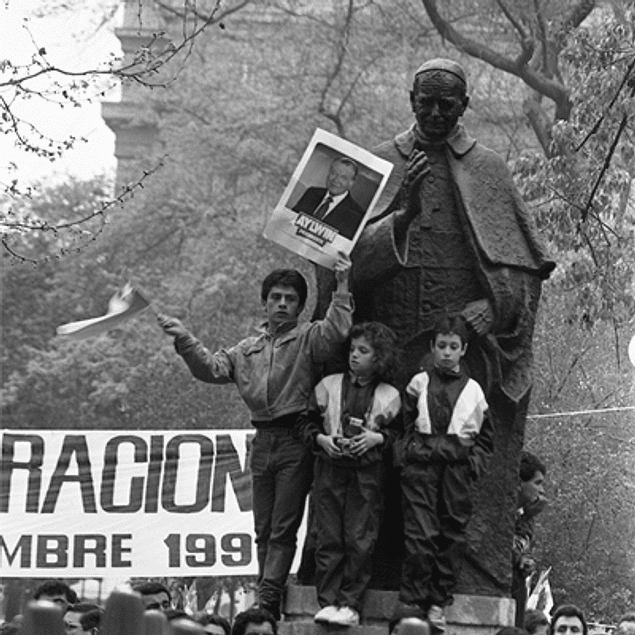 LIBRO: HORA CERO DE LA DEMOCRACIA EN CHILE - KENA LORENZINI - CYNTHIA SHUFFER