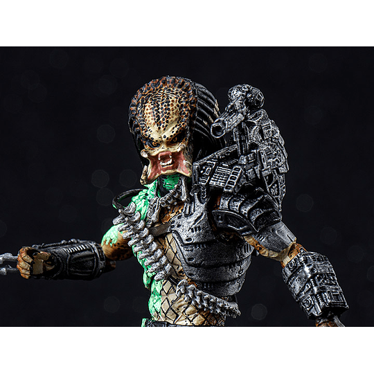 Battle Damaged Jungle Predator Exquisite Mini 1:18