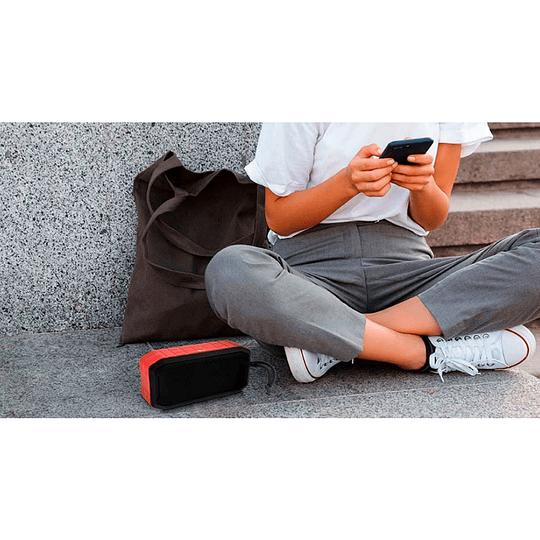 Parlante Bluetooth  XTech Malloy XTS-621 IPX6 Rojo