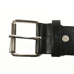 Cinturón con tachuelas