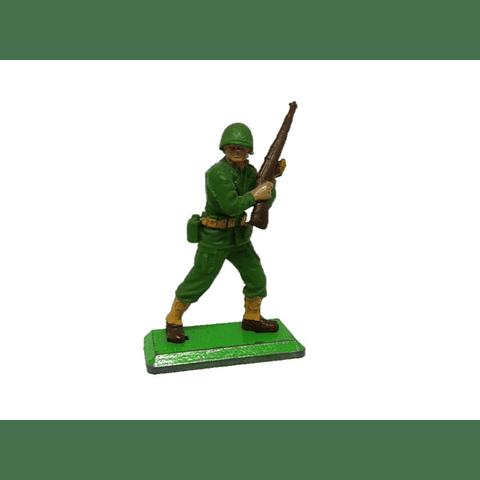 Soldado de los Estados Unidos con rifle. WWII