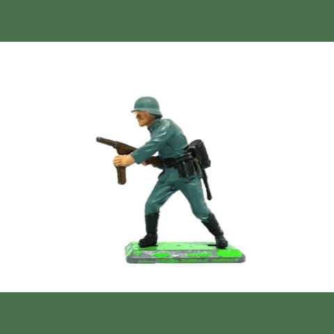 Soldado alemán con ametralladora. WWII