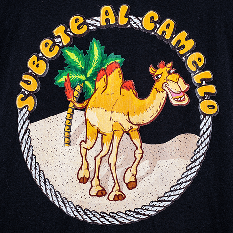 Polera subete al camello negra