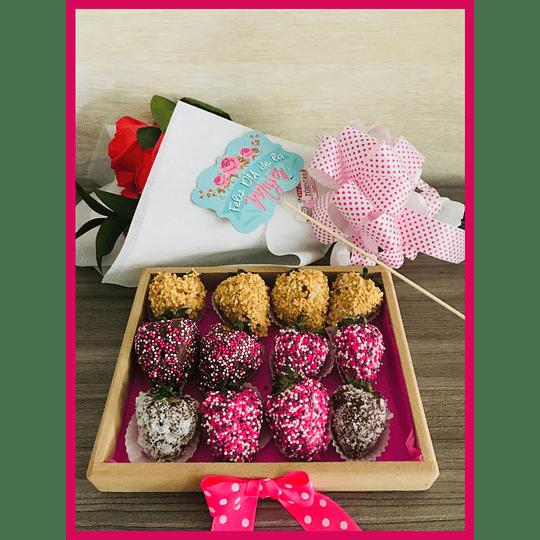 Fresas con Chocolate en Caja Madera y  bouquet de  Rosas-  Pedido 2 días antes  - Image 2