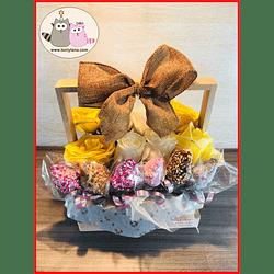 Flores con fresas Cubiertas de Chocolate en Caja de Madera