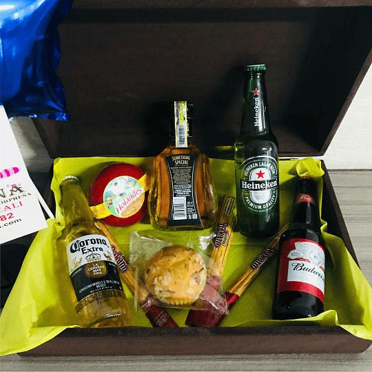 Regalo Sorpresa Portafolio Caoba con Whisky y cervezas - Image 2