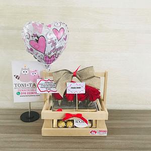 Flores con FERRERO de Chocolate en Caja de Madera