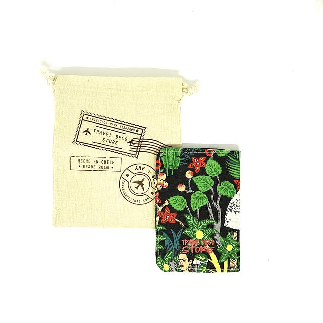 "Porta pasaporte tela ""Frida Kahlo fondo negro"""