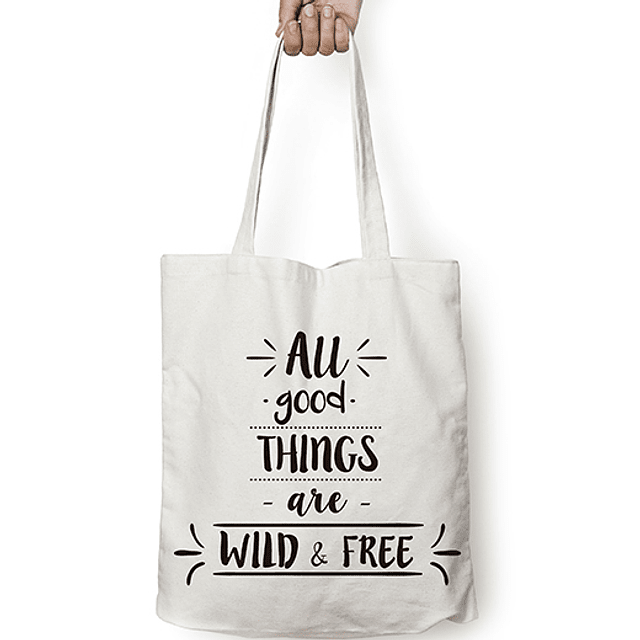"""Totebag frase """"all good things are wild & free"""" texto negro"""