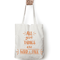 "Totebag frase ""all good things are wild & free"" texto ocre"