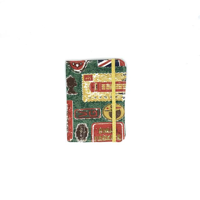"""Porta pasaporte tela """"UK"""" con elástico dorado"""