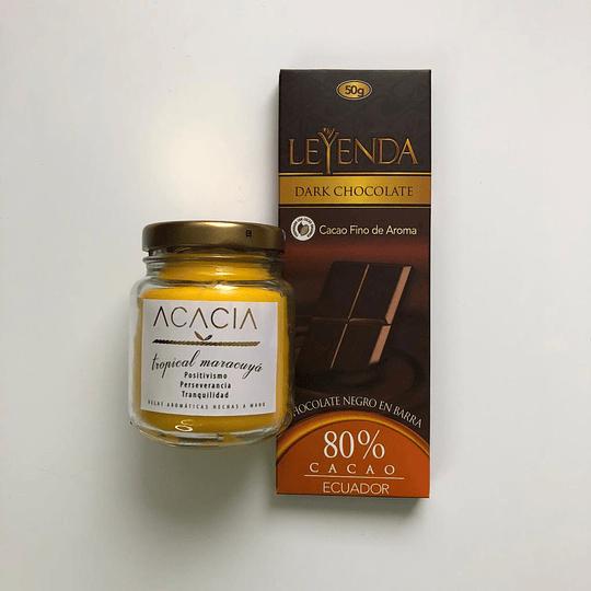 Barra de Chocolate 80% 50g + Vela Artesanal elaborada con cera vegetal de 130 g (olor a elegir)