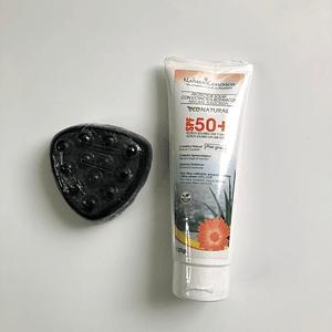 Jabón de carbón activado 90 g + Protector solar piel grasa vegano 120 ml