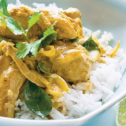 Pollo al Curry con coco y maní familiar 1.2 kg
