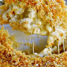 Fuente de Mac and Cheese con queso cheddar (6 porciones)