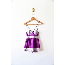 Top morado satinado