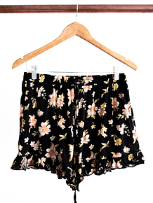 Short floreado vuelos