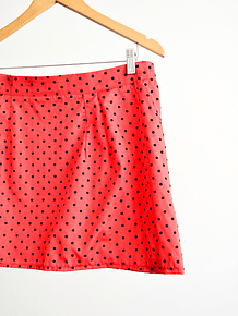 Falda red polka dots