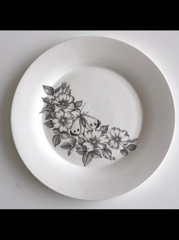 Juego de platos blanco y negro