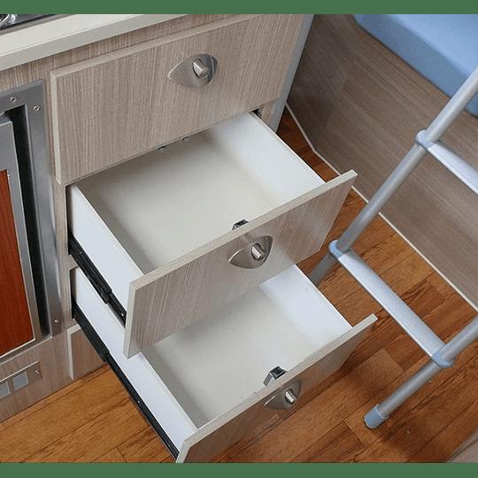 Cerradura para muebles con tirador metálico