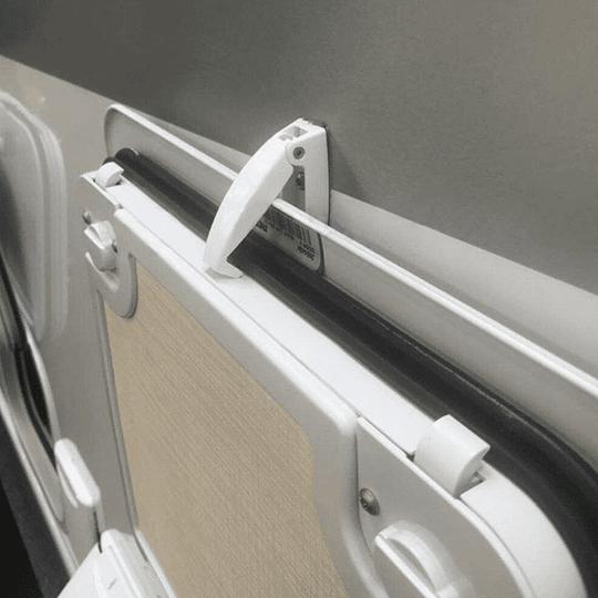 Sujetador tipo pinza para puerta