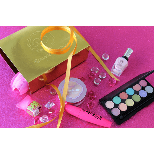 Box de Beleza Mistério Plus + Box Extra