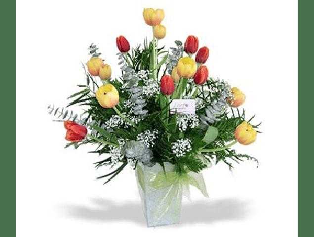 12 Tulipanes en Arreglo Floral