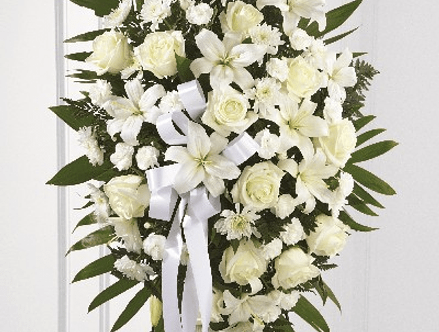 Corona de Flores Blanca en Atril
